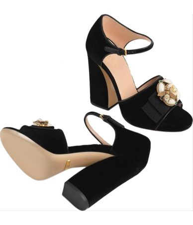 Sandale Gucci, Black Velvet Bee Sandals, 524661K4D80